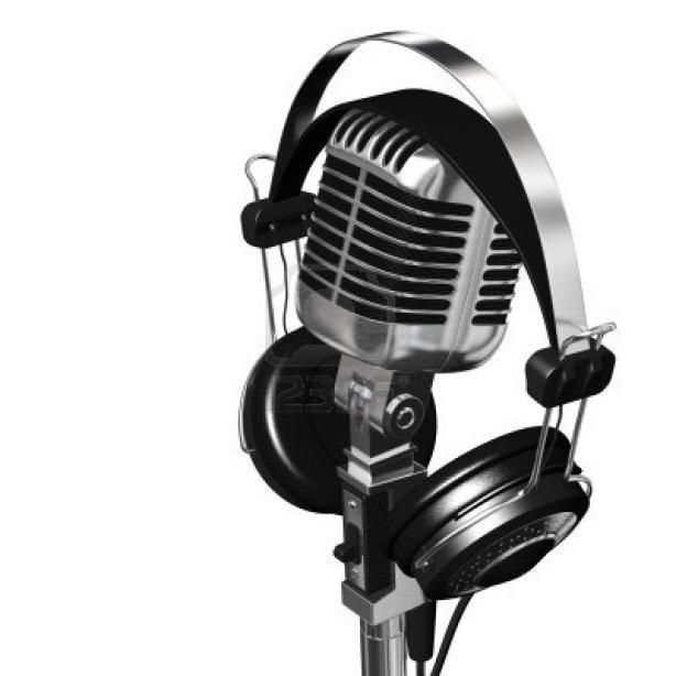 8713550-procesamiento-de-muy-alta-resolucion-de-un-clasico-microfono-y-auriculares