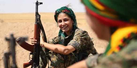 Questa immagine ha l'attributo alt vuoto; il nome del file è kurde-donne-cop.jpg